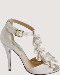 White Wedding Shoes | http://simpleweddingstuff.blogspot.com/2014/04/white-wedding-shoes.html