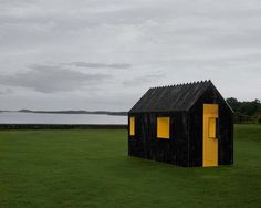 You Would Never Guess What Makes This Tiny Cabin So Incredible. I Didn't Know This Was Even Possible.