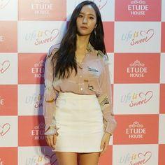 Krystal Jung (wajah Etude House) made an appearance di #etude #pinkplayconcert #makeupshow tadi.... look at that flawless skin!  pssst! Kamu mungkin berpeluang menatap wajah Krystal sendiri bila dia turun ke Malaysia Julai atau Ogos nanti.... dengar-dengar lah berita daripada Etude House supaya kamu tak ketinggalan! #sweetdreamtour2017 #cosmobeauty #lifeissweet #krystaljung