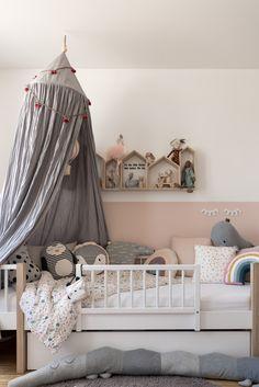 Kinderzimmer für Mädchen #kinderzimmer #kinderzimmerinspo #kinderzimmerdeko #kidsroom #kidsroominspo #nursery #kinderkamer #kinderbett #baldachin #interior #einrichten