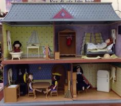 Superb MADELINE DOLL HOUSE WITH DOLLS AND ACCESSORIES