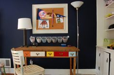 12 Home Office Desk Ideas That Are Functional and Beautiful Mesa Home Office, Best Home Office Desk, Cool Office, Home Office Space, Office Decor, Bedroom Office, Reclaimed Wood Desk, Wooden Desk, Floating Corner Desk