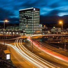 ÅF-huset Gothenburg Sweden. 19 November 2015. #swedenmoments #sweden #visitsweden #visitgöteborg #visitgothenburg #nikond810 #götet #göteborg #gothenburg #cartrails #cityscape #mikaelsvenssonphotography #älskagbg #almedal #thisisgbg #afhuset