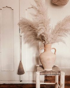 The pampas grass trend is blowing up on Instagram. Read on to find out how this garden weed turned into a favorite. L Eucalyptus, Grass Decor, Art Deco Movement, Rosa Rose, Wooden Decks, Home Look, Interior Design Inspiration, Home Decor Items, Flower Decorations