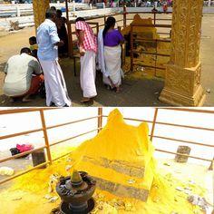 #ritual #hindu en el que los #fieles donan #curcuma a los #dioses ... #vistoen #aluva #kerala #india #hindutemple