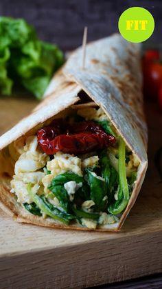 Pyry na Gaz: Śniadaniowa tortilla z jajecznicą i szpinakiem