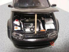 VW Golf IV 1.9 TDI au 1/18 Revell.  Modifs :  - kit large - nouvelle calandre - diffuseur arrière ( provient d'une peugeot RC) - double échappement duplex - anneaux de remorquage avant et arrière - phares avants fond noir - phares arrières type Ferrari - aileron biplan - jantes d'aston martin - Sono : 4 HP + 2 écrans LCD sur la plage arrière - intérieur full black - moteur : kit d'admission + boitier électronique HKS