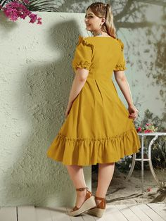 To find out about the Plus Solid Ruffle Hem Frill Trim Bustier Dress at SHEIN, part of our latest Plus Size Dresses ready to shop online today! Bustiers, Tweed Dress, Knit Dress, Green One Piece Swimsuit, Short Sleeve Dresses, Dresses With Sleeves, Bustier Dress, Curvy Women Fashion, Vintage Style Outfits