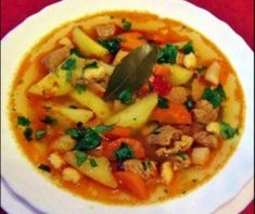 7 őzgerincben sült rakott hús, amit kár lenne kihagyni | Mindmegette.hu Goulash, Thai Red Curry, Bacon, Pork, Lunch, Ethnic Recipes, Soups, Kale Stir Fry, Eat Lunch