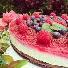 berry-chocolate cheesecake