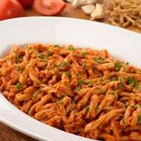 Olive Garden Caserecce Pasta and Red Sauce - This dish is simple to make, using dry pasta, tomato sauce, and onions. See recipe here: http://www.copycatrecipeguide.com/How_to_Make_Olive_Garden_Caserecce_Pasta_and_Red_Sauce