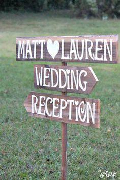 Sie möchten Ihre Hochzeit gerne individuell gestalten? Wir haben 10 Tipps, wie Sie Tischkarten, Blumen-Deko & Co. ganz einfach selbst machen