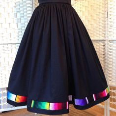 Full gathered skirt with mexican serape trim and pockets. Mexican Fashion, Mexican Outfit, Modest Fashion, Boho Fashion, Fashion Outfits, Mexican Skirts, Traditional Mexican Dress, Fiesta Dress, Look Formal