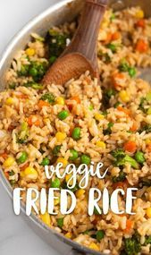 Simple veggie fried rice made with miso paste and other delicious ingredients. T… Simple veggie fried rice made with miso paste and other delicious ingredients. This fried rice is egg-free, vegan, and so tasty! via Karissa's Vegan Kitchen Tasty Vegetarian Recipes, Vegan Dinner Recipes, Vegan Dinners, Whole Food Recipes, Cooking Recipes, Healthy Recipes, Vegan Recipes With Rice, Simple Vegan Meals, Recipe Tasty
