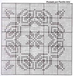 O crochê filé, tece desenhos belíssimos, um pouco de paciência e atenção e os desenhos se formam, feito com barbante 4/6 cru ou branco.   ...