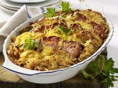 Our popular recipe for Bavarian meat cheese casserole and more than other free recipes on LECKER. Our popular recipe for Bavarian meat cheese casserole and more than other free recipes on LECKER. Meat And Cheese, Macaroni And Cheese, Lunch Recipes, Dinner Recipes, Quiche, Austrian Recipes, Good Food, Yummy Food, Make Ahead Meals