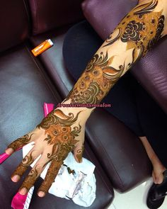 Arabian Mehndi Design, Khafif Mehndi Design, Floral Henna Designs, Arabic Henna Designs, Mehndi Design Pictures, Modern Mehndi Designs, Bridal Henna Designs, Beautiful Henna Designs, Dulhan Mehndi Designs