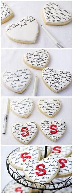 kiss recipe: Heart Monogram Cookies using an EDIBLE marker! Fancy Cookies, Heart Cookies, Iced Cookies, Cute Cookies, Royal Icing Cookies, Cookies Et Biscuits, Cupcake Cookies, Cookie Favors, Baking Cookies