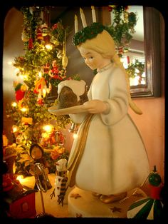 Sweden Saint Lucia's Day - Santa Lucia Day is a festival of light celebrated in… Norway Christmas, Happy Merry Christmas, Swedish Christmas, Scandinavian Christmas, Christmas Art, Christmas Decorations, Scandinavian Design, Santa Lucia, St Lucia Day