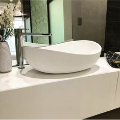 The Onda stone basin by Pietra Bianca, this stunning piece represents style and sophistication, get in touch with our experienced stylist and find out more about this basin and more of our spectacular stone bathroom products. Stone Bathroom, Bathroom Basin, Classic Bathroom, Modern Bathroom, Round Bath, Stone Basin, Basin Design, Terrazzo, Kitchen And Bath