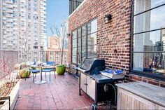 A 2 bd/2bth apartment in the Upper East Side of Manhattan. Four blocks from #6 subway station. Convenient base for exploring all the excitement and energy the city has to offer.