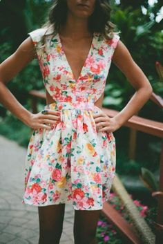 love this cut-out floral dress