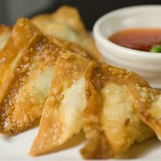Crispy fried wontons filled with tender pork green onions water chestnuts fresh garlic and a few simple seasonings. Wonton Recipe Chinese, Pork Wonton Recipe, Wonton Recipes, Pork Recipes, Asian Recipes, Appetizer Recipes, New Recipes, Vegetarian Recipes, Cooking Recipes