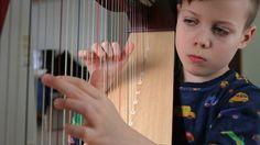 9-vuotias rovaniemeläinen Toivo Tervaskanto pääsi kokeilemaan harpunsoittoa ensimmäisen kerran eskari-ikäisenä. Taiteilija oli syntynyt.
