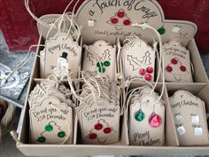 Christmas tags using buttons. Simple and cute....♥♥...