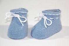 DIY Cómo hacer patucos de punto (patrones gratis) | Aprender manualidades es facilisimo.com CON PATRONES. Baby Booties Knitting Pattern, Knitted Booties, Knitting Patterns, Crochet Cardigan, Knit Crochet, Free Knitting, Baby Knitting, Baby Doll Clothes, Baby Boots