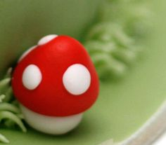 One mushroom (fondant cake) by Paige Fong, via Flickr