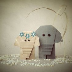 "Cute origami elephant couple. ""It is fascinating that there is almost no limit to the shapes you can turn a flat paper into."" - via LA76 Design & Travel blog: Enchanting Origami World by Wenche Lise Fossland: http://blog.la76.com/2015/06/enchanting-origami-world-by-wenche-lise-fossland/?utm_content=buffer73a8e&utm_medium=social&utm_source=pinterest.com&utm_campaign=buffer #origami #suckersfororigami #origamiart #origamiworld #paper #paperart #folding #origamielephant #elephant…"