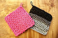 Take a break from your yarn stash and mix things up with these Crochet Paracord Trivets. These homemade crochet trivets are helpful to have around because they provide a protective layer between a hot dish and your table. Crochet Cord, Crochet Towel, Crochet Dishcloths, Crochet Stitches, Crochet Patterns, Crochet Ideas, Craft Patterns, All Free Crochet, Double Crochet