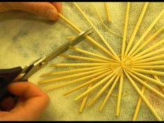 Straw Stars | The Straw Shop Straw Weaving, Paper Weaving, Weaving Art, Basket Weaving, Noel Christmas, Retro Christmas, Corn Husk Crafts, Corn Dolly, Straw Crafts