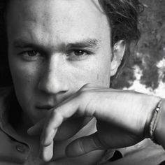 Where have I seen him before? Who is he? He's beautiful. NO is this heath ledger??!?