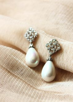 Wedding Pearl Jewelry teardrop white Shell Pearl Bridal Earrings by DreamIslandJewellery