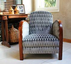 fauteuil rétro art déco accoudoirs bois design d'intérieur moderne idée table bois Deco Rose, Art Deco Stil, Cuisines Design, Accent Chairs, Armchairs, Furniture, Images, Home Decor, Modern Interior