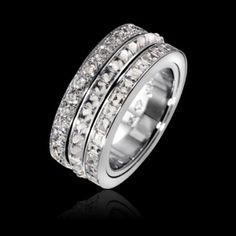 Bague Possession en or blanc 18k, sertie de 65 diamants taille carrée (env. 3,9 cts) et de 31 diamants taille brillant (env. 1,52 ct). Informations basées sur une taille 54  Type de bijou : Bague  Métal : Or blanc  Poids du métal (g) : 24  Pierres précieuses : Diamant  37 000 €