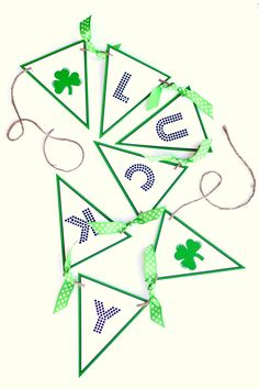 Patty's Day Lucky Banner :: Free Printables : St. Patty's Day Lucky Banner :: Free Printables St Patrick's Day Crafts, Holiday Crafts, Holiday Fun, Festive, Holiday Decor, Printable Designs, Free Printables, Printable Banner, Party Printables