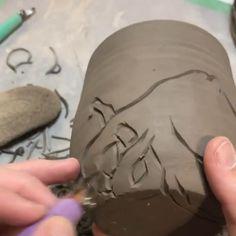 Pottery Tools, Pottery Mugs, Ceramic Pottery, Pretty Mugs, Ceramic Wall Art, Ceramics Ideas, Carving Tools, Sgraffito, Pottery Making