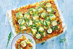 Hartige taart met rösti als bodem, daar kun je ons voor wakker maken! - recept - Allerhande Potato Recipes, New Recipes, Vegetarian Recipes, Dinner Recipes, Good Food, Yummy Food, Savoury Baking, Pesto, Fabulous Foods