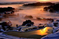 秋が深まってきて、冬の足音が聞こえてくる時期。冬の旅行どこに行こうか悩んでいる方いらっしゃいませんか? 日本には自然が生み出す荘厳な雪景色や、冬ならでは絶景が多数存在します。この記事では、四季がある日本だからこそ楽しめる「冬の絶景」をご紹介いたします。(※掲載されている情報は2017年10月に公開したものです。必ず事前にお調べ下さい。)