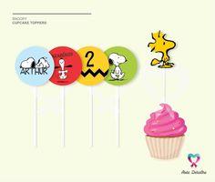 Topper Personalizado <br> <br>Toppers para doces e cupcakes. <br> <br>- palito de acrílico <br>- 5 modelos a escolher <br>- a cada 30 unidades, 6 toppers são com recorte especial <br> <br>* Personalizamos para qualquer tema e ocasião. <br> <br>PEDIDO MÍNIMO: 30 unidades <br> <br>O layout e alteração da personalização será feito após confirmação de pagamento. <br> <br>Entre em contato para mais informações. <br> <br>Vamos adorar preparar essa encomenda para você!