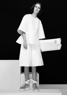 Minimalist Fashion - crisp white tailoring; contemporary fashion // Melitta Baumeister