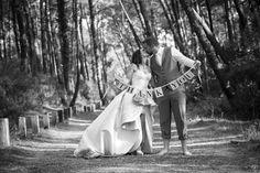 L'HEURE EST VENUE DE DIRE MERCI ! Envoyer un faire-part de remerciements après son mariage, c'est une tradition très appréciée par les convives et les membres de vos familles. Et surtout cela vous permet de leur rappeler à quel point ils sont importants à vos yeux et que vous avez apprécié les avoir à vos côtés lors de cette belle journée.  Soyez original et créatif et partagez vos plus beaux souvenirs de jeunes mariés dans une carte de remerciements mariage à votre image. #mariage… Dire, Point, Images, Photos, Thanksgiving Messages, Newlyweds, Families, Photo Shoot, Eyes