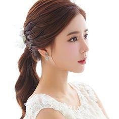 korea prewedding makeup and hair styling sample Korean Wedding Hair, Asian Bridal Hair, Asian Wedding Makeup, Romantic Wedding Makeup, Hairdo Wedding, Bridal Makeup Looks, Natural Wedding Makeup, Bride Makeup, Wedding Hair And Makeup