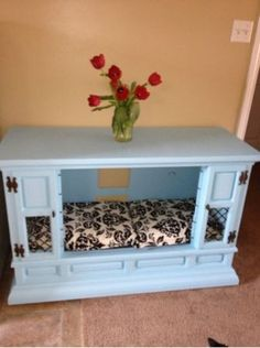 Shabby chic dog bed / furniture from a TV stand! Love the color! Pet Furniture, Upcycled Furniture, Painting Furniture, Accent Furniture, Diy Dog Crate, Diy Dog Bed, Pet Beds, Doggie Beds, Diy Entertainment Center