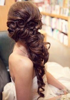 Esküvői frizuraötletek - hosszú hajból