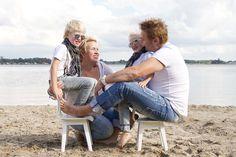 Vrolijke familiefoto # Marjan Bakker Fotografie Oldebroek # www.marjanbakker.net