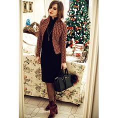 Regali di #Natale quelli azzeccati: vestito blazer e una macchina fotografica da urlo.  #ootd e ora andiamo a festeggiare! (O a comandare?) Ps nuovi capelli pure